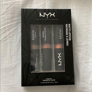 NYX Makeup - NYX // 3 matte lipsticks